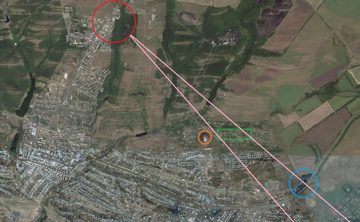 Approximate location the picture was taken from (red circle), the view frame of the picture (pink lines), the hill visible in the second picture (orange), the eastern part of Torez (green), and the mine with the poles visible on the 17 July 2014 picture (blue) .