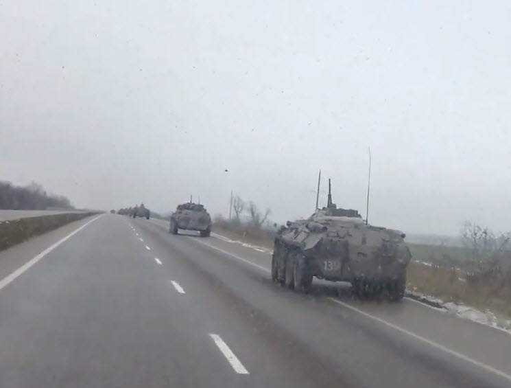 As Eastern Ukraine Heads Towards the Ceasefire, Russian Armour Heads Towards Ukraine