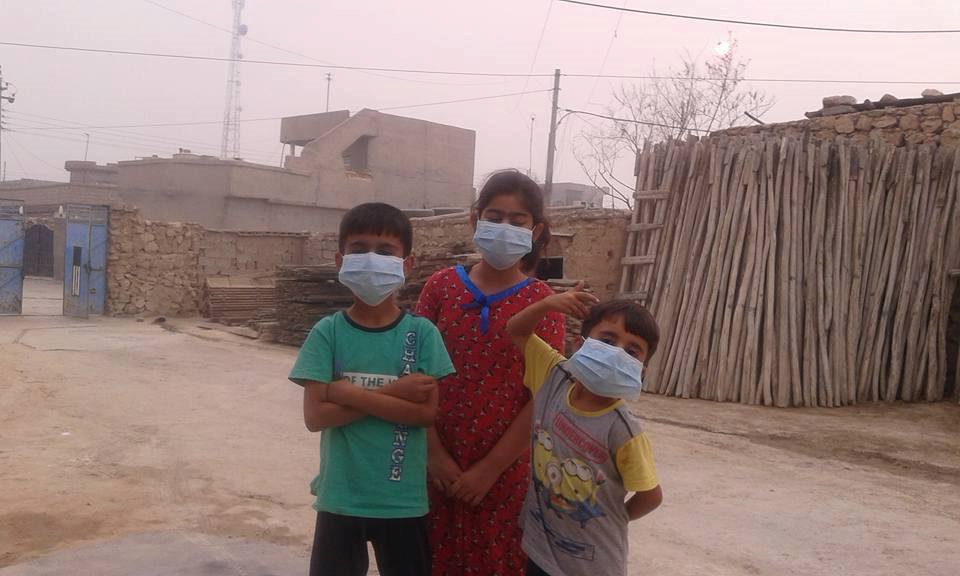 Children in Makhmour, west of Mishraq, wearing protection masks to limit sulphur dioxide inhaltion. October 23, 2016