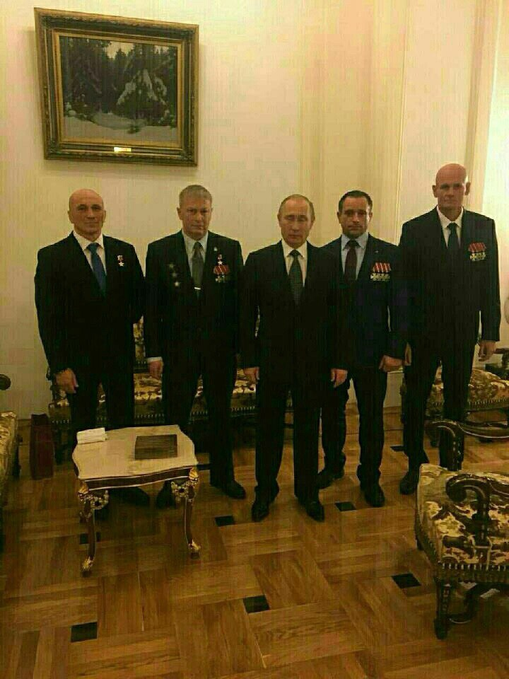 Vladimir Putin with Col. Andrey Troshev (second from left), sporting a fresh Hero of Russia award, and Col. Dmitry Utkin (far right), wearing four Bravery orders.