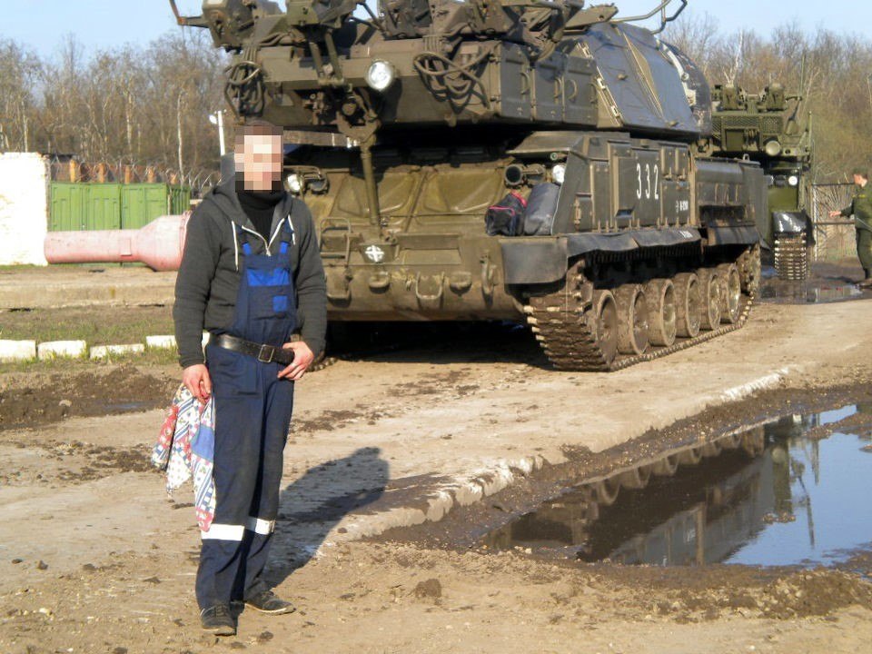 https://www.bellingcat.com/wp-content/uploads/2017/06/buk332_mechanic.jpg