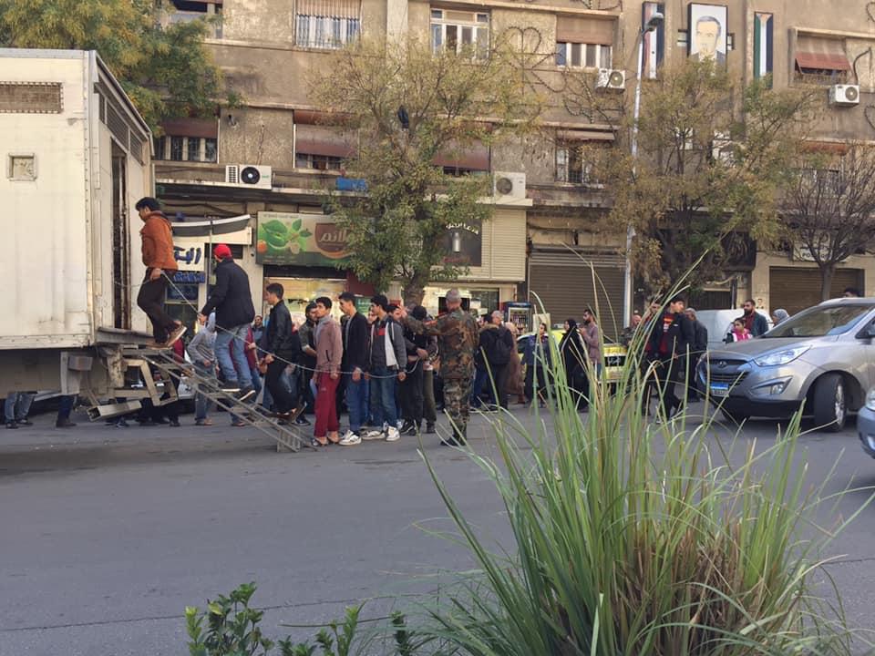 Фото мужчин в цепях в Дамаске — фотоманипуляция?